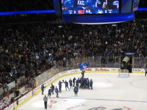 KASSIAN SCORES in the 5th round of the shootout, Schneider stops Glencross & the CANUCKS WIN!!!!!!!!!!!!!!!!